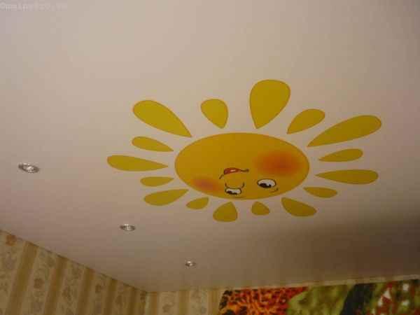Фото сатинового потолка в детской