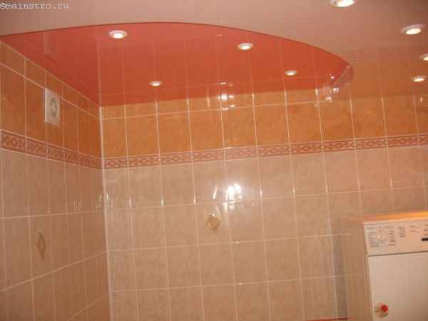 Пленочные двухцветные натяжные потолки в ванной