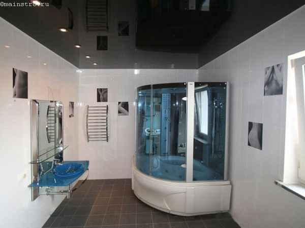 Глянцевые натяжные потолки черного цвета в ванной