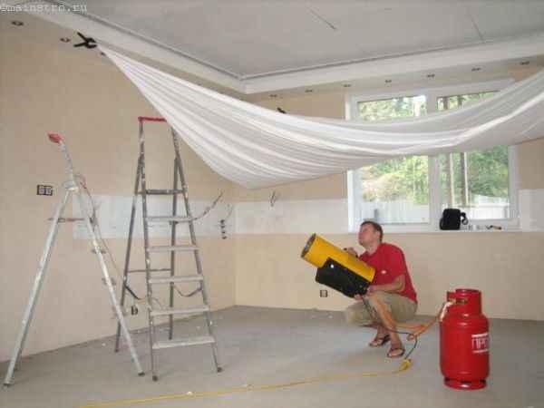 Как устанавливают натяжные потолки с помощью тепловой пушки