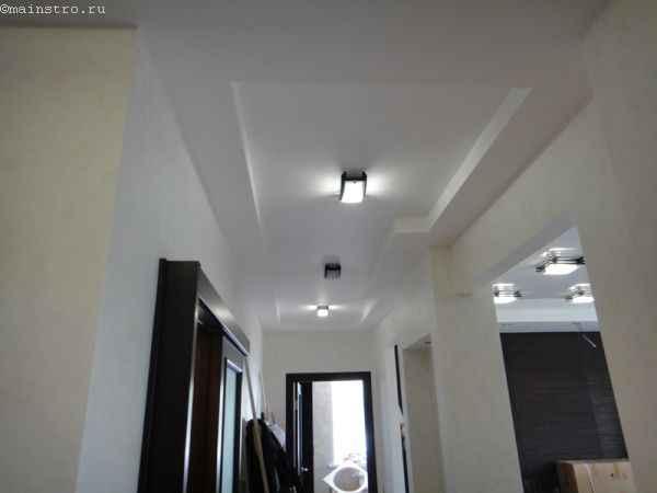 Матовые натяжные потолки в коридоре