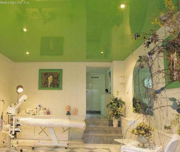 Фото: одноуровневые натяжные потолки в клинике