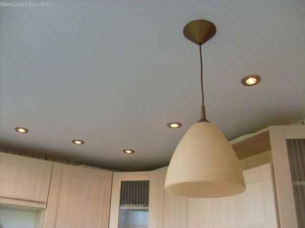 Фото одноуровневые натяжные потолки на кухне