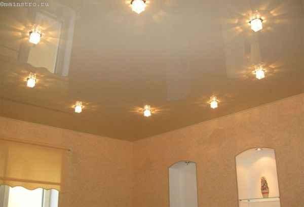 одноуровневые натяжные потолки фото