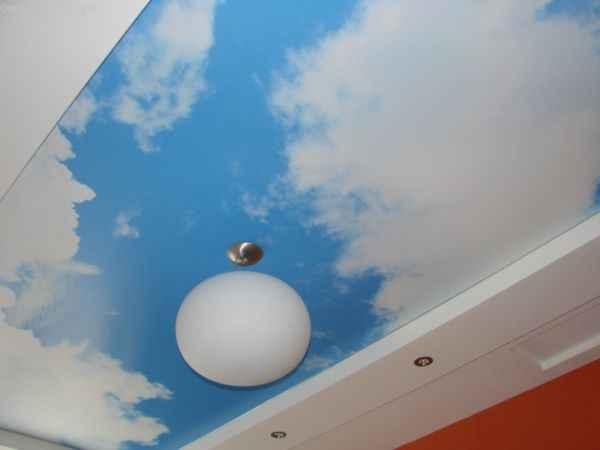 Натяжной потолок «небо с облаками»