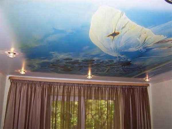 Натяжные потолки «небо с облаками» фото