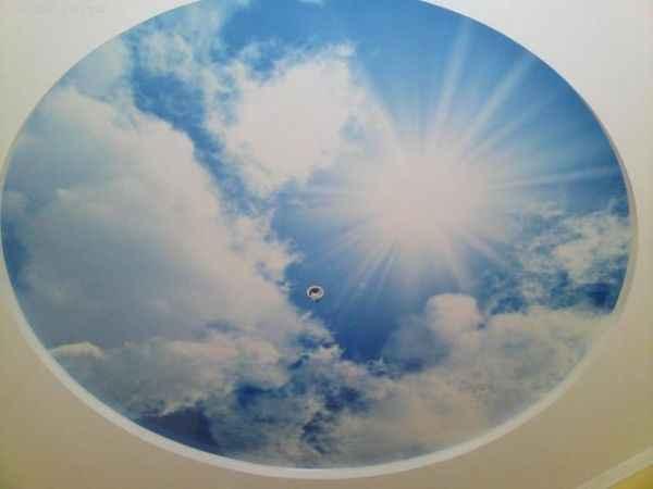 Подвесной и натяжной потолок «небо с облаками» фото