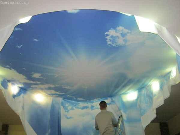 Фото монтажа натяжных потолков «небо с облаками»
