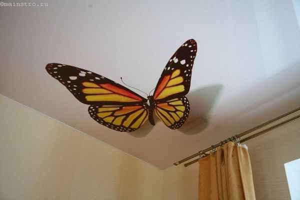 Фото натяжного потолка с 3Д бабочкой