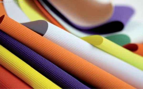 На фото возможные цвета и фактуры натяжных полотен