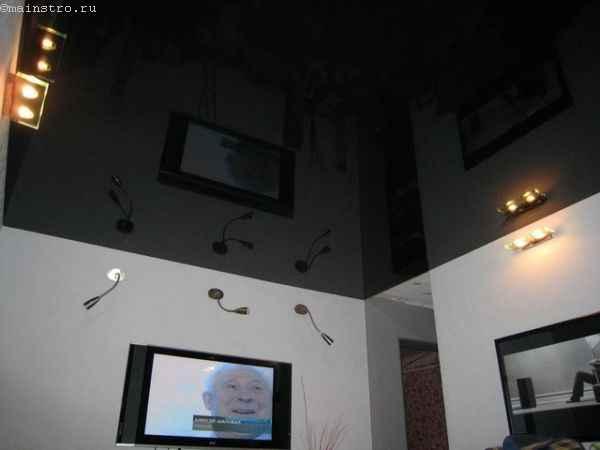 На фото натяжные потолки черного цвета