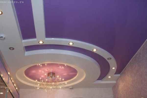 Фото сочетания сиреневого и белого цвета в натяжных потолках