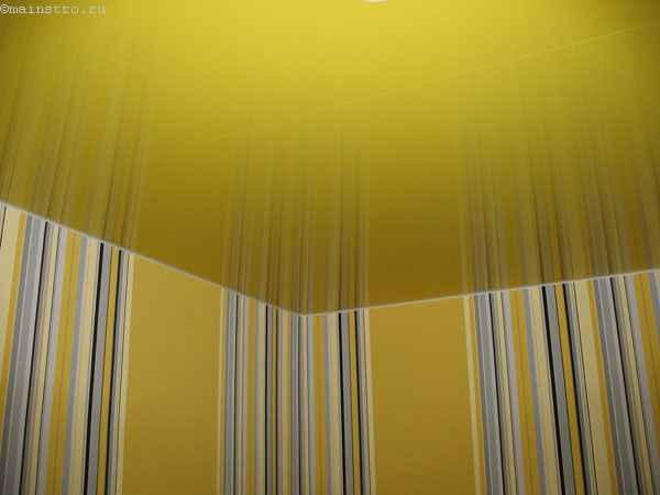 Фото зеркальных натяжных потолков желтого цвета