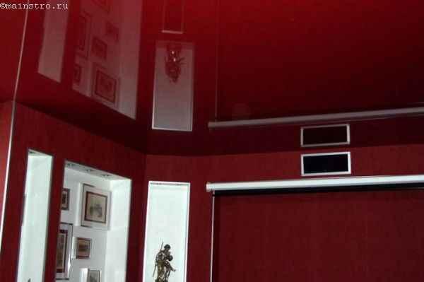 Фото глянцевого натяжного потолка красного цвета