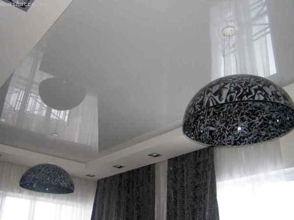На фото современные 2-х уровневые натяжные потолки