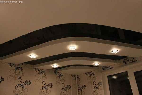 Фото 2-х уровневых натяжных потолков с чередованием полос