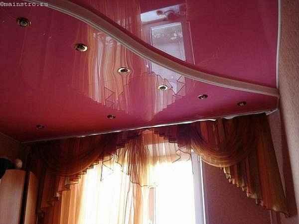 На фото 2-х уровневые натяжные потолки из ПВХ пленки