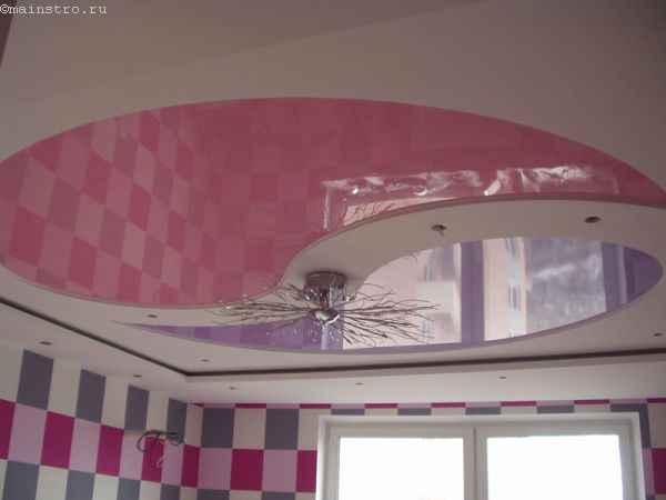 Двухуровневые натяжные потолки с люстрой