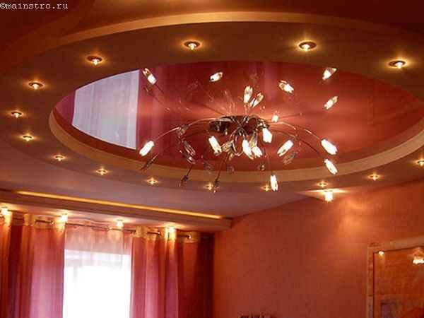 Фото: 2-х уровневые натяжные потолки с люстрой по центру