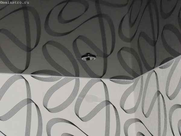 Зеркальные чёрно-белые натяжные потолки - фото