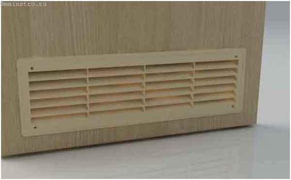 Дверь с вентиляционной решеткой в гардеробной комнате