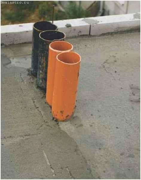 Выведенные трубы на крыше без скатов