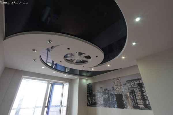 Черно-белые многоуровневые натяжные потолки