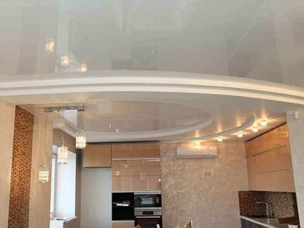 Белые многоуровневые натяжные потолки