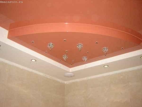 Многоуровневые натяжные потолки в ванной комнате