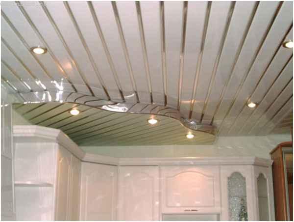 Сложный реечный потолок