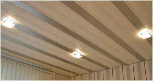 Фото: реечный потолок с точечными светильниками