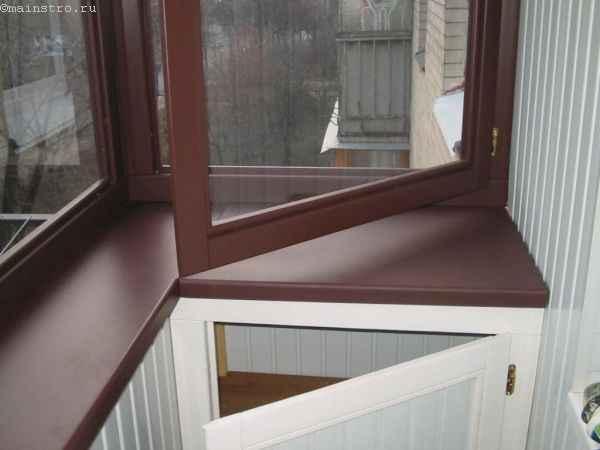 Деревянный профиль в цвет к подоконнику на балконе - фото