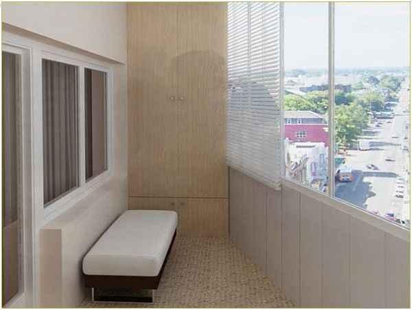Ремонт балкона со встроенной мебелью из ДСП