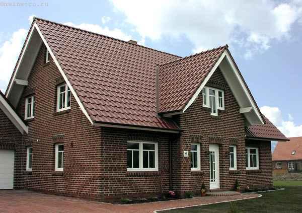 Фото дома из кирпича в классическом стиле