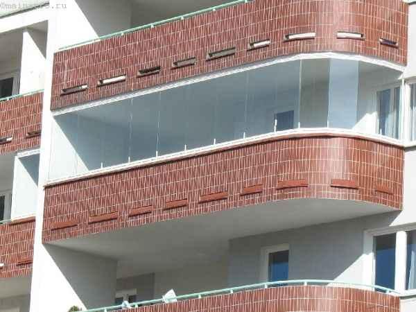 Фото остекления балкона или лоджии безрамного типа