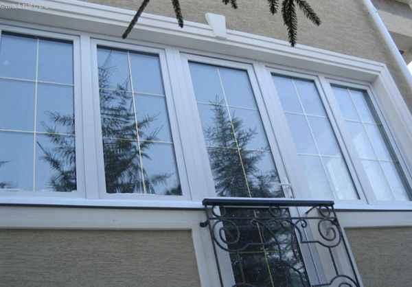 Фото классического остекления балкона или лоджии