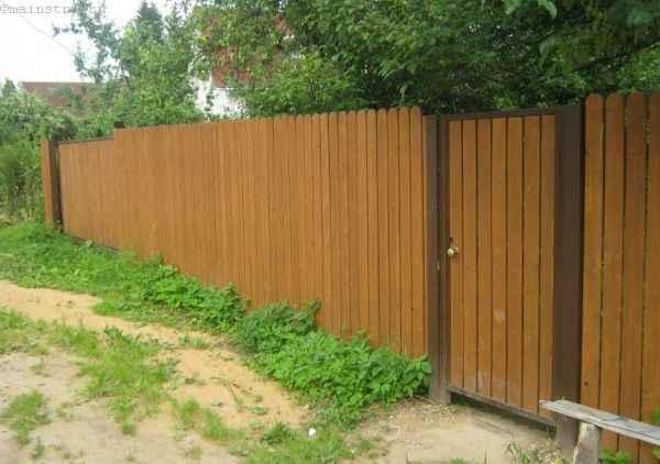 Откатные ворота с обшивкой из сосновой доски