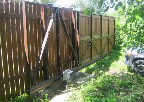 Откатные ворота (вид со двора)