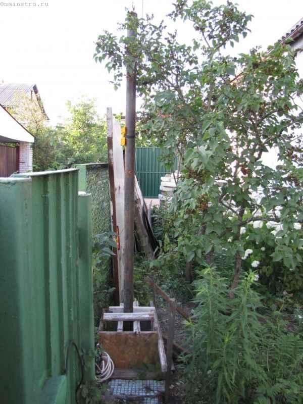 Опалубка под бетонирование столба под откатные ворота