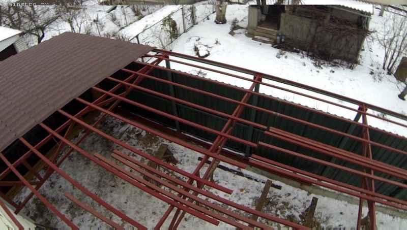 Обшиваем металлочерепицей навес под откатные ворота