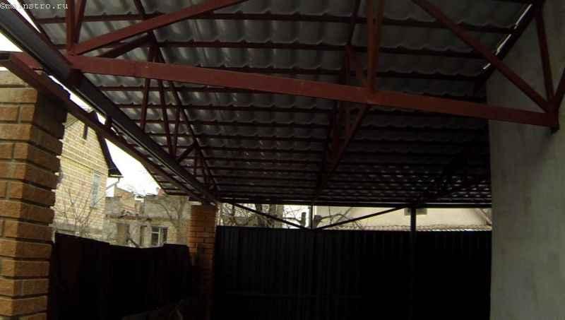 Обшитый навес под откатные подвесные ворота