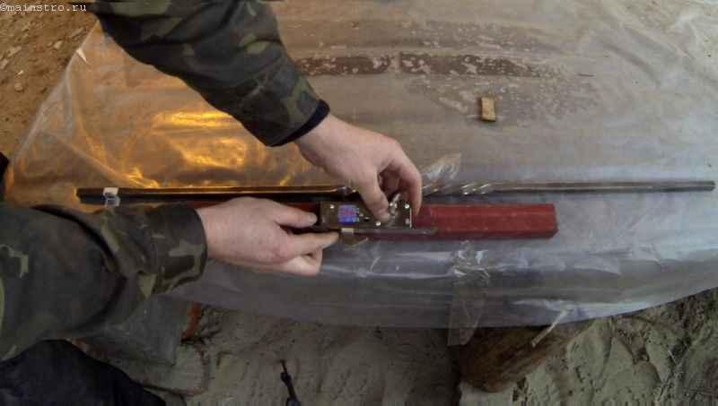 Монтируем ручку с механическим замком для откатных ворот