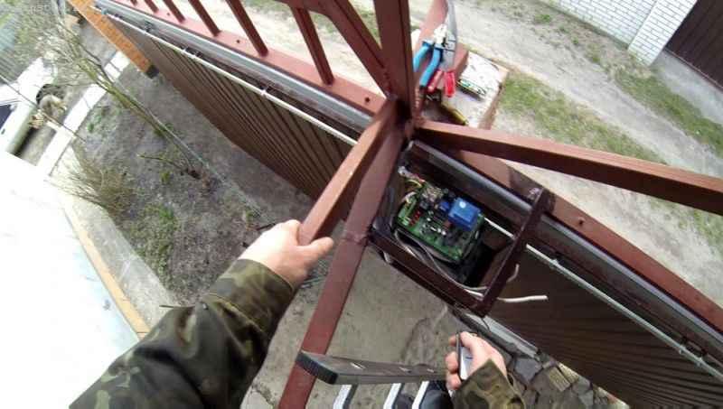 Подключение и настройка автоматики для подвесных ворот