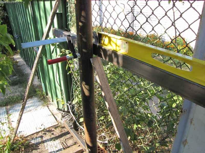 Уровень для установки подвесных откатных ворот