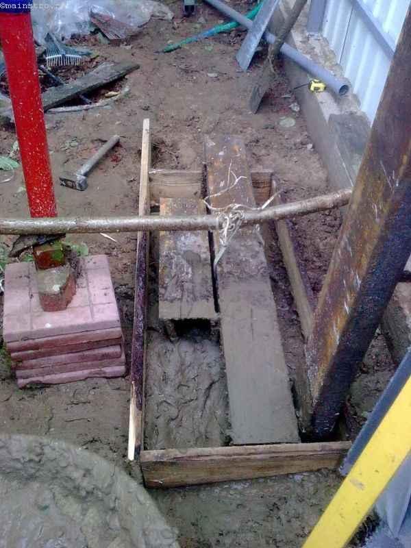 Закладная с опорной площадкой для откатных ворот