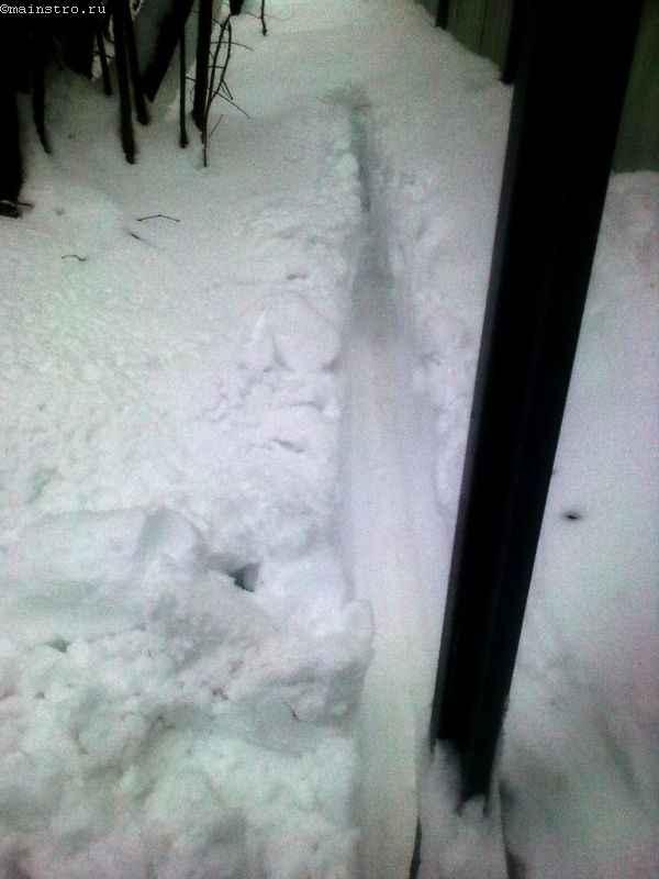 Работа откатных ворот из профнастила зимой