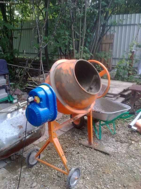 Бетономешалка объёмом 140 л для изготовления откатных ворот
