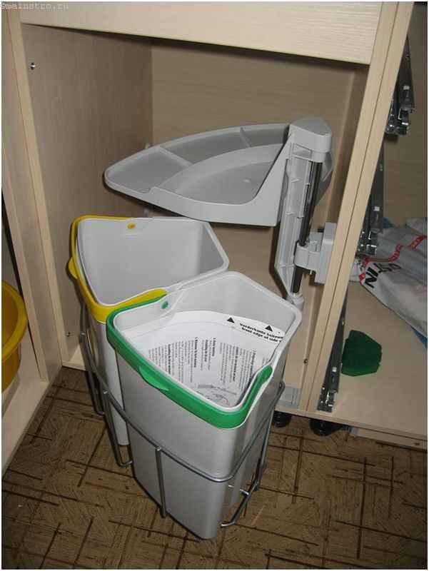 Монтаж угла кухни с отсеками под мусор