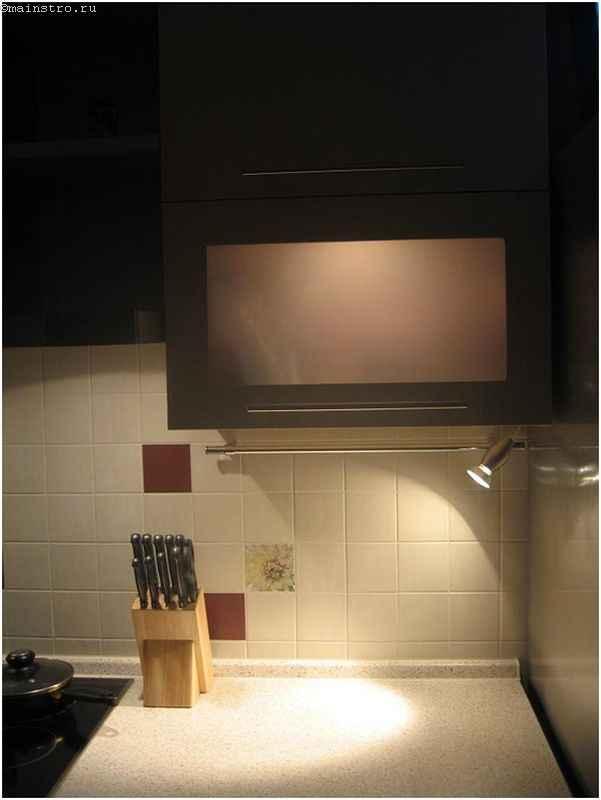 Красивая мебель для кухни с подсветкой рабочей зоны