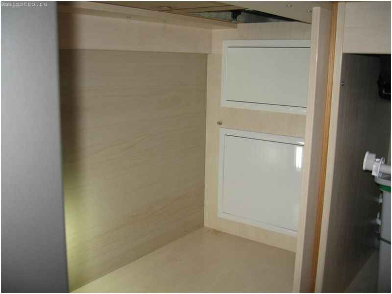 Вывод труб под мебелью для кухни